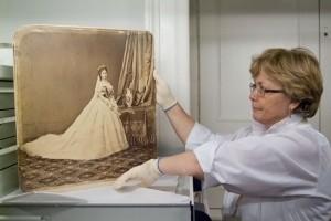 Omvisning i fotoarkivet til Ungarns nasjonal museum